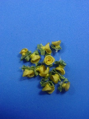 Dollhouse Miniature 1: 12 Scale 5 mm Yellow Silk Ribbon Roses  #Z355